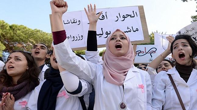 عرض حكومي جديد لإنهاء أزمة طلبة الطب.. هذه أبرز مضامينه