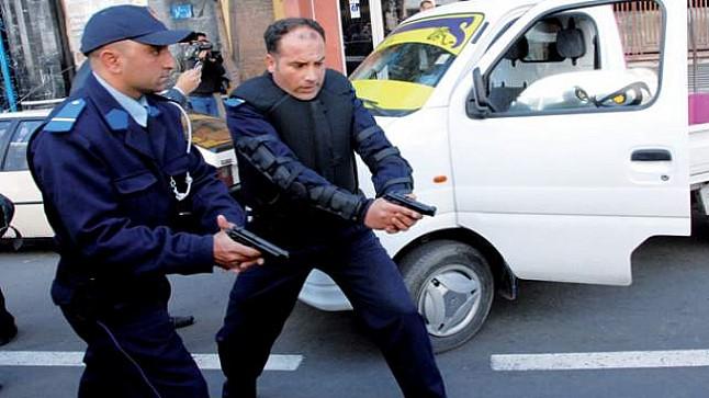 أمن البيضاء يشهر سلاحه لتوقيف مجرم خطير