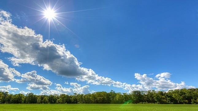 حالة الطقس اليوم الثلاثاء…أجواء حارة مع قطرات مطرية