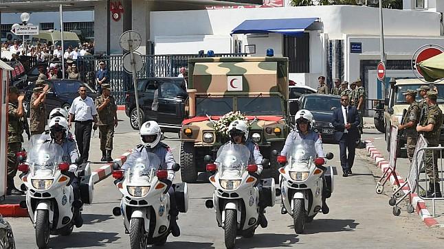 تونس تشيع السبسي إلى مثواه الأخير في جنازة رسمية ( فيديو )