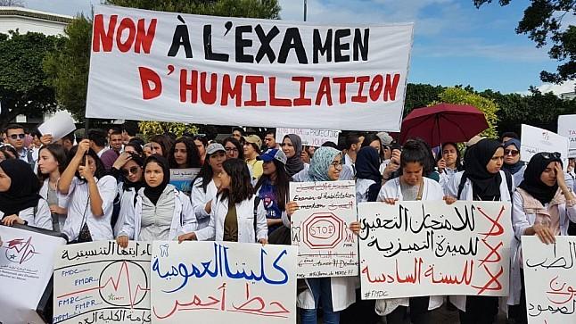 """""""طلبة الطب"""" يعلنون فشل الحوار مع اللجنة الوزارية ويقررون العودة للاحتجاج بشوارع الرباط"""