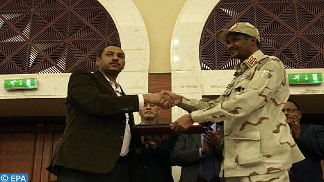 السودان… المجلس العسكري وقوى إعلان الحرية والتغيير يوقعان على وثائق الفترة الانتقالية