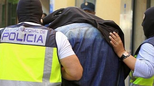 قاتل مهاجر مغربي يسلم نفسه إلى الأمن الإسباني