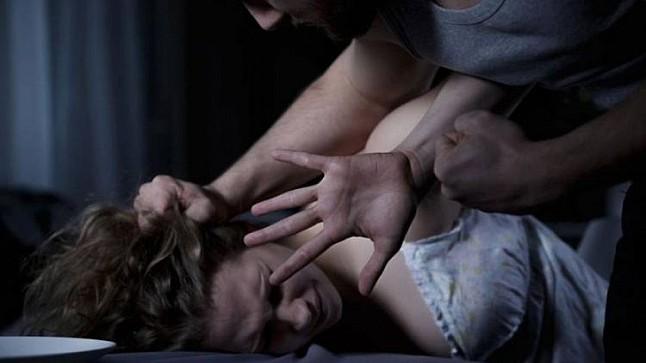 شاهد محاولة اغتصاب فتاة بطنجة في واضحة النهار (فيديو)