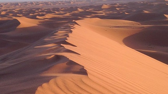 العطش يقتل سائحا أجنبيا بصحراء محاميد الغزلان