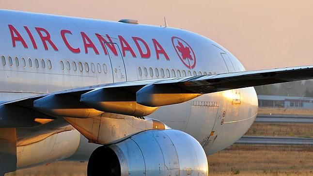 إجبار فتاة على خلع حجابها قبل صعودها للطائرة في كندا