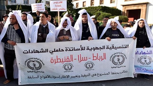 بعد اتهامهم لأمزازي بالاستهتار بمطالبهم.. الأساتذة حاملو الشهادات يضربون مجددا