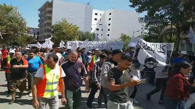 """فيديو/ مسيرة احتجاجية بفاس تصف البيجيدي بـ""""العصابة الإجرامية"""" !"""