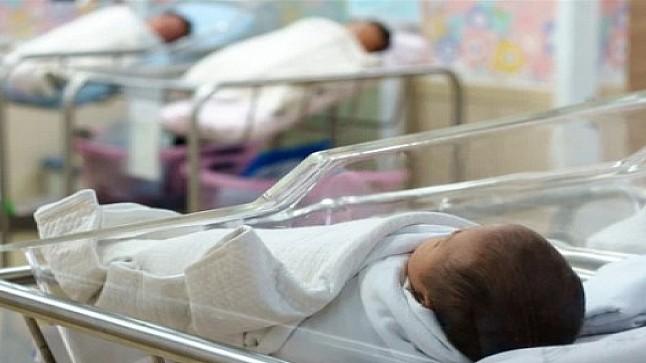 """جدل """"خلط"""" المواليد بين الأمهات.. مستشفى السويسي ينفي"""