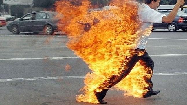 عشريني يضرم النار في جسده أمام مقر الشرطة بالداخلة