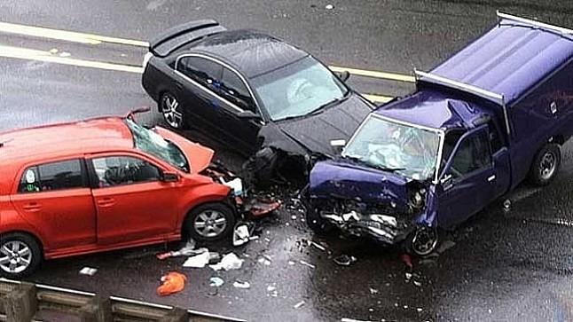 """اصطدام ثلاث سيارات بـ """"لوطوروت"""" يوقف حركة السير بالبيضاء"""