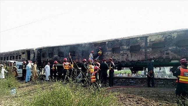 قتلى وإصابة العشرات في اندلاع حريق في قطار