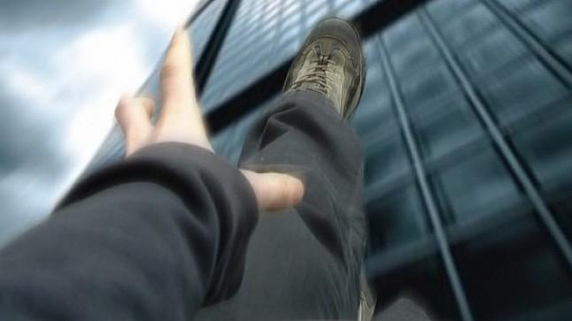 بائع ملابس يحاول الانتحار من سطح مبنى بتيزنيت
