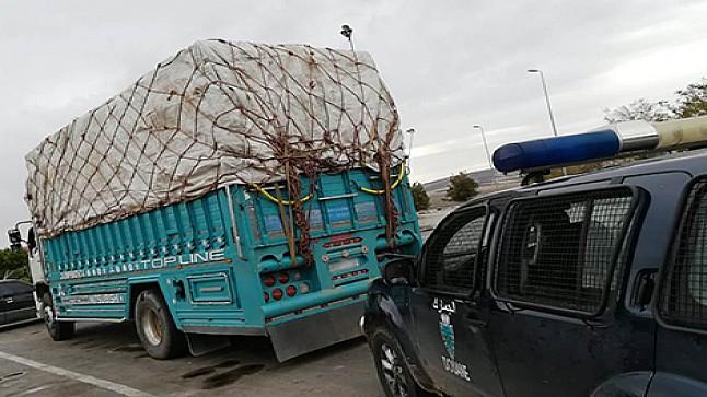 حجز أطنان من ملابس مهربة في شاحنة قرب فاس