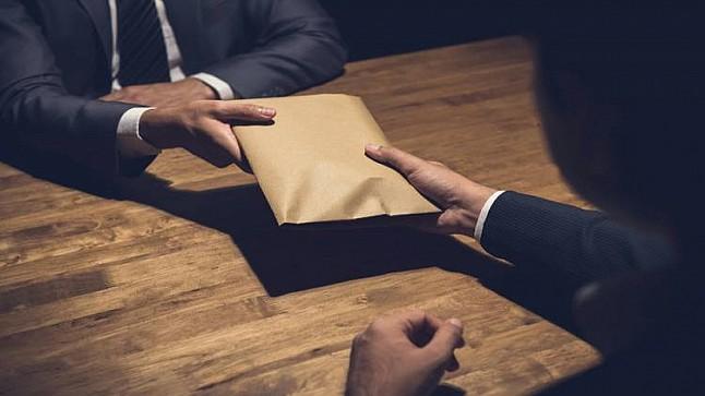 كمين يطيح بمستشارين وموظف جماعي متلبسين برشوة قيمتها 40 ألف درهم ضواحي آسفي