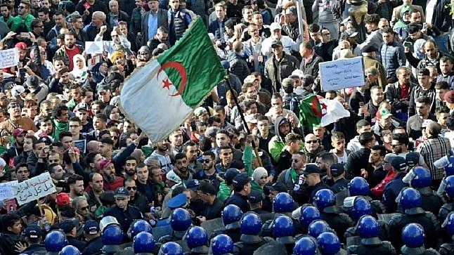 محتجو الجزائر يتظاهرون للاسبوع ال 44 على التوالي