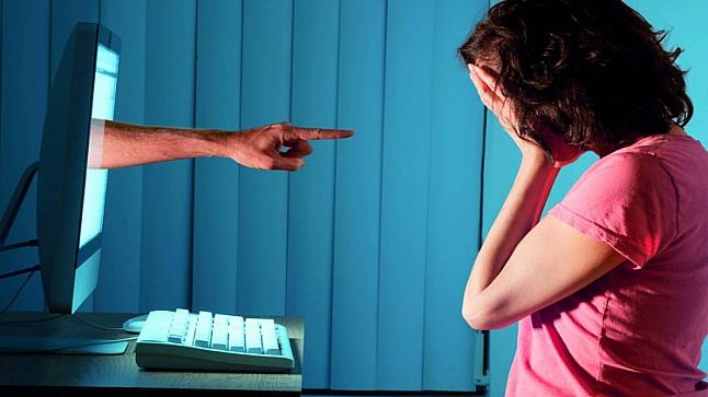 """مندوبية التخطيط: 1.5 مليون امرأة تقع ضحية لـ""""العنف الإلكتروني"""" بالمغرب"""