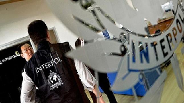 """فرّ من السجن..""""أنتربول المغرب"""" يسلم متهما خطيرا لإسبانيا"""