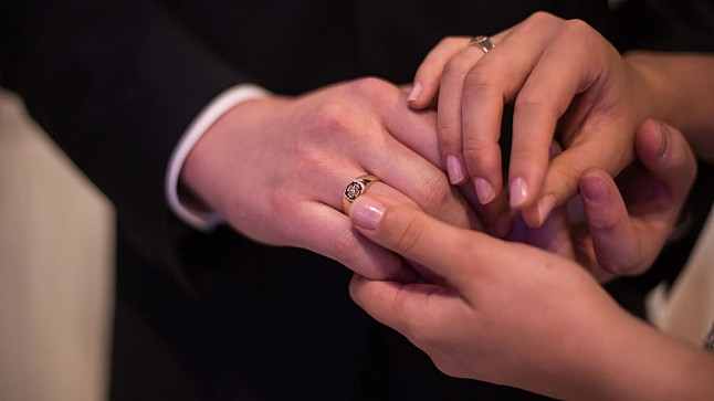 """تفاقم ظاهرة """"الزواج العرفي"""" لدى القاصرات في دولة عربية"""