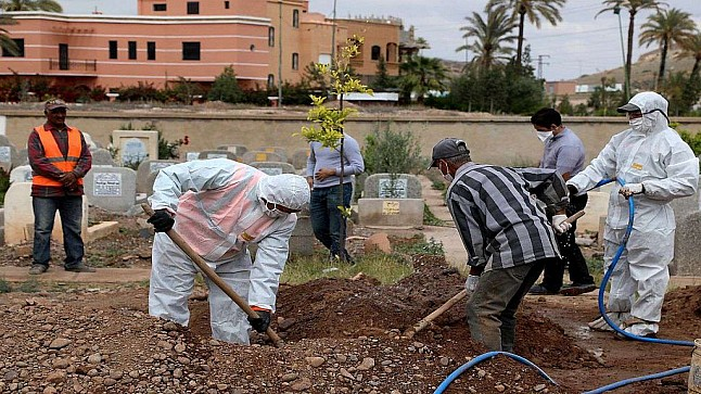 """المجلس العلمي الأعلى في المغرب يجيز عدم تغسيل المتوفين بـ """"كورونا"""" ويعتبرهم """"شهداء"""""""