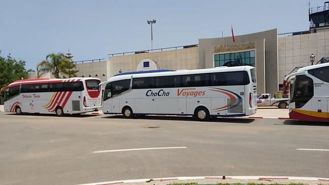 وصول أول طائرة للمغاربة العالقين بالجزائر إلى مطار وجدة