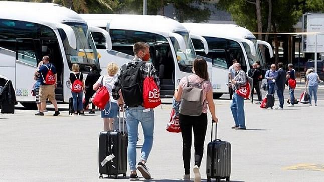 الحكومة تستعد لإجلاء 2580 من المغاربة العالقين في الخارج على متن 20 رحلة جوية