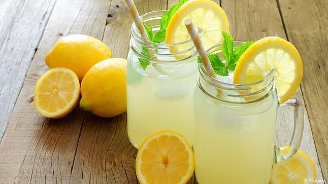 ماذا يحدث للجسم بعد شرب الماء الدافئ مع الليمون لـ 60 يوماً؟
