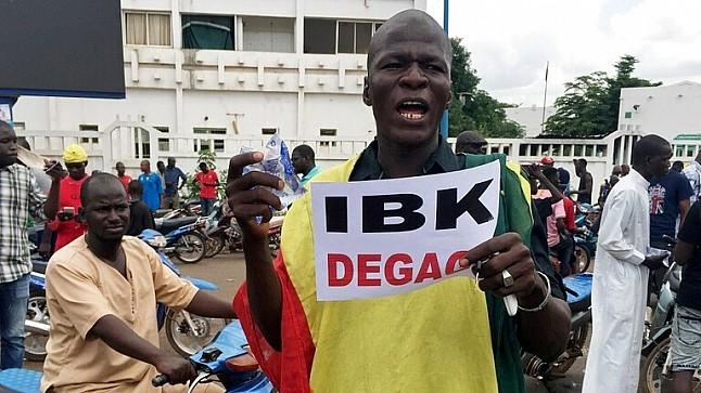 عاجل : نجاح الانقلاب العسكري في مالي بعد اعتقال الرئيس ورئيس الوزراء