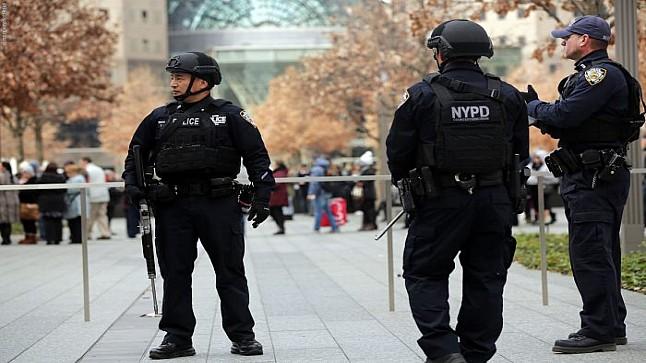 """الشرطة تبحث عن """"موزع عناق كورونا"""