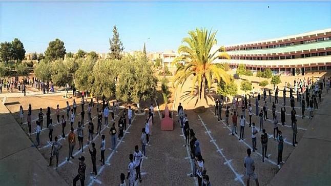 الدخول المدرسي والجائحة ..اعدادية المسيرة بخريبكة تحث التلاميذ على الالتزام بالتدابير الإحترازية