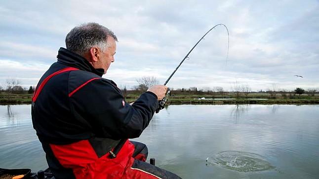 صياد يصطاد قنبلة من الحرب العالمية الثانية بدلاً من السمك