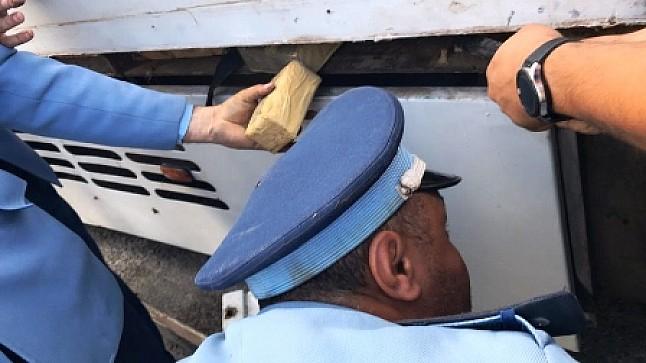 الحسيمة .. حجز طنين و 443 كلغ من مخدر الشيرا على متن سيارة نفعية
