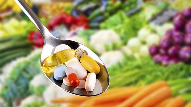 خبراء يحذرون من مخاطر الإفراط في تناول المكملات الغذائية على الصحة