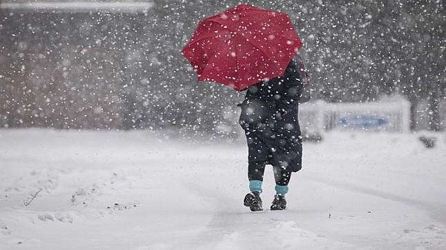 طقس اليوم الخميس: تساقطات مطرية وثلجية بهذه المناطق