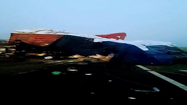 مصرع سائق حافلة وإصابة 35 آخرين في حادث اصطدام بين حافلة لنقل المسافرين وشاحنة بالطريق السيار مراكش-الدار البيضاء