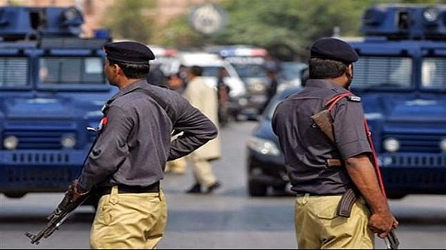 الإعدام لرجلين اغتصبا باكستانية-فرنسية أمام أطفالها على الطريق