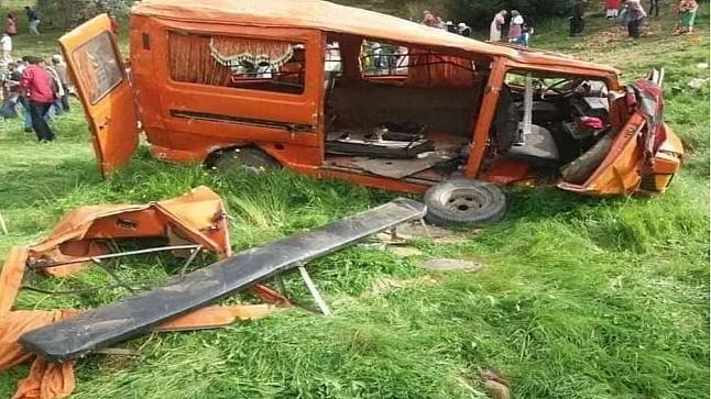 مصرع تلميذة وإصابة 16 آخرين في انقلاب سيارة للنقل المدرسي بوزان